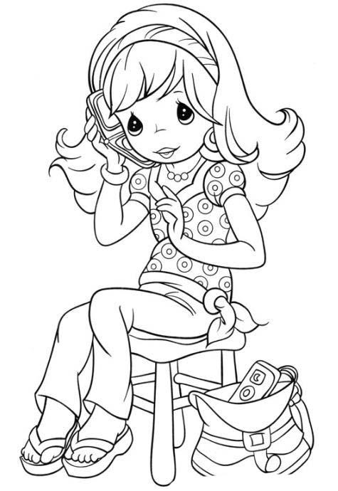 Desenho De Menina Falando Pelo Telefone Celular Para Colorir
